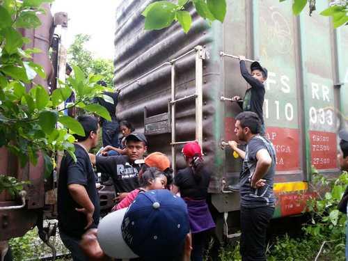 """Migrants Boarding """"The Beast"""" in Chiapas"""