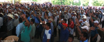 Leaders of the 192 communities that make up the ejido San Jerónimo Bachajón and who were present voted against authorizing the highway to pass through their lands. Photo: Enrique Carrasco SJ