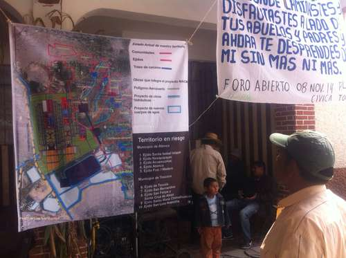 During an open forum held in front of the ejidal house of Tocuila in Texcoco, academics from various universities agreed that the project for a new international airport in Mexico City will threaten the ecosystem of the lake area of Tocuila, Atenco and ChiconcuacPhoto René Ramón