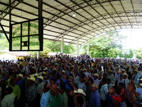 Assembly in the ejido San Jerónimo Bachajón against the construction of the highway. Municipality of Chilón, August 2014  © SIPAZ