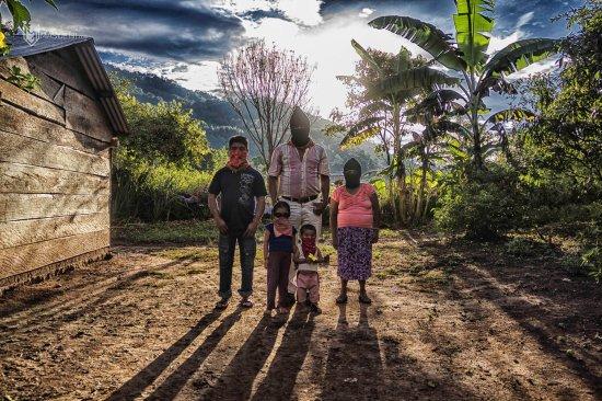 familia-zapatista.-escuelita-zapatista-La-garrucha-agosto-2013-3