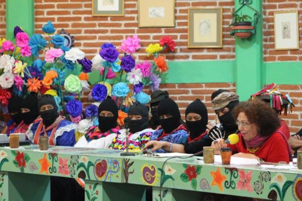 Sylvia Marcos speaking at the seminar, with the Zapatista women, Selena and Sub Galeano. Photo courtesy of Jorge.