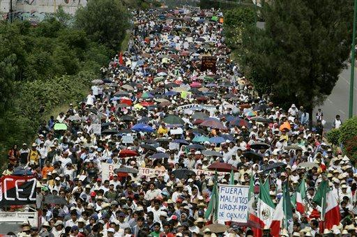 2006 APPO march in Oaxaca to demand that the governor resign.