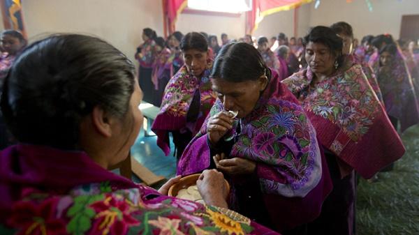 APTOPIX Mexico Pope Indigenous