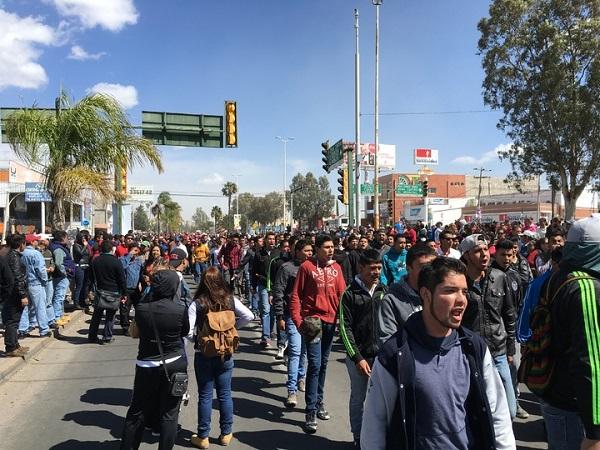 estudiantes-protestan-despidos-durango