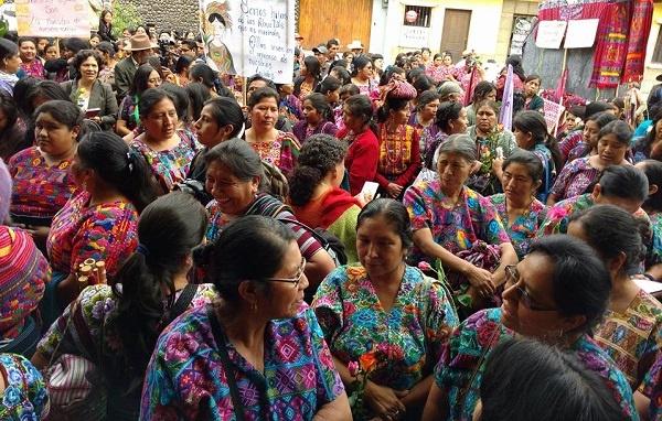 guatemala_women_textiles_indigenous_maya.jpg_887957600
