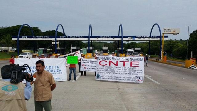 nayarit-sinaloa-toll-booth-takeover