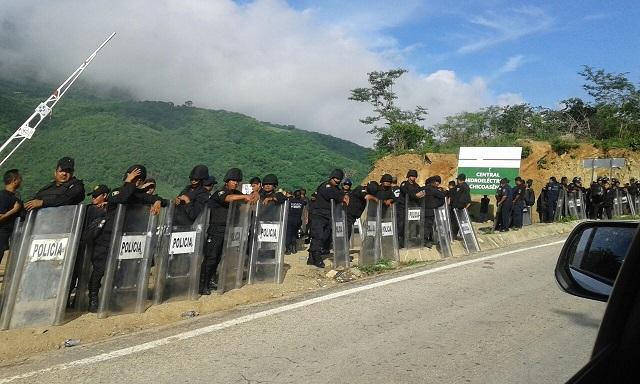 policia_recupera_la_entrada_al_proyecto_hidroelectrico