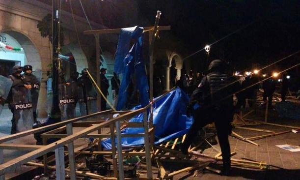 police-zocalo-raid-oaxaca