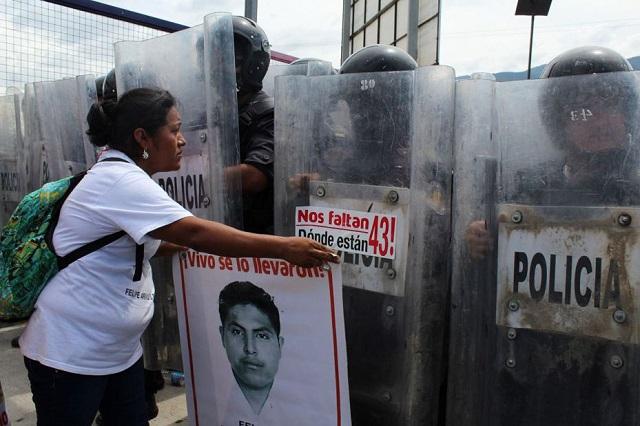 ayotzinapa-sticker-police